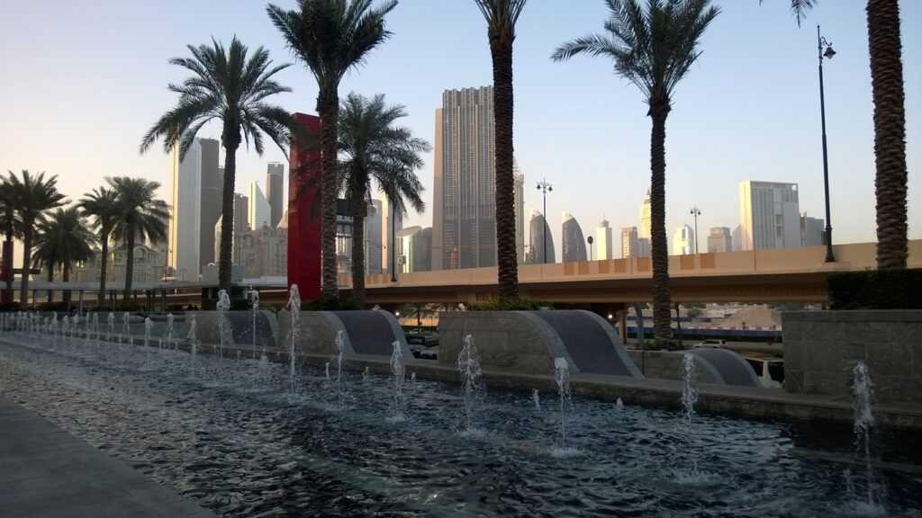 Dubai Mall edestä